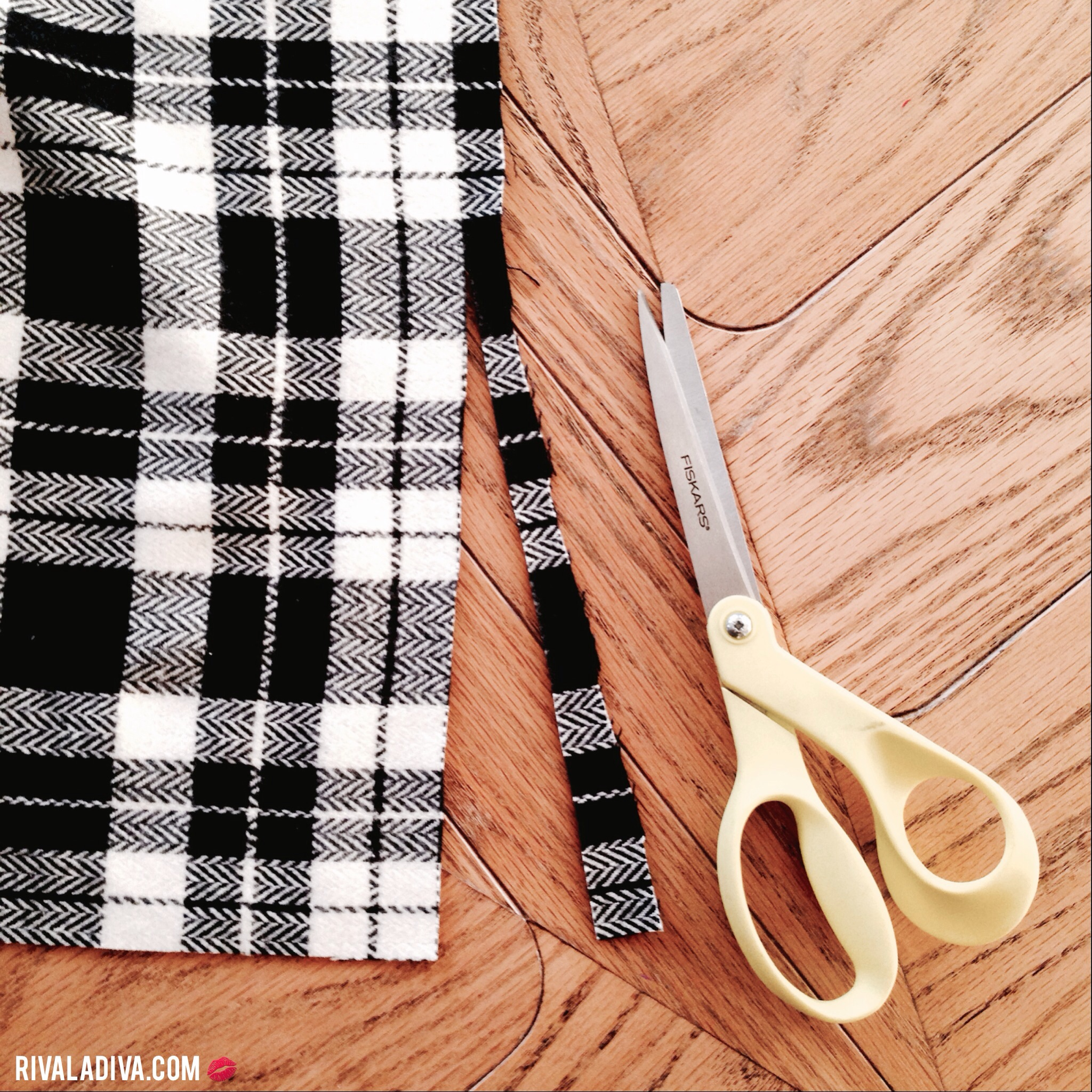DIY Blanket Scarf Tutorial at RivaLaDiva .com